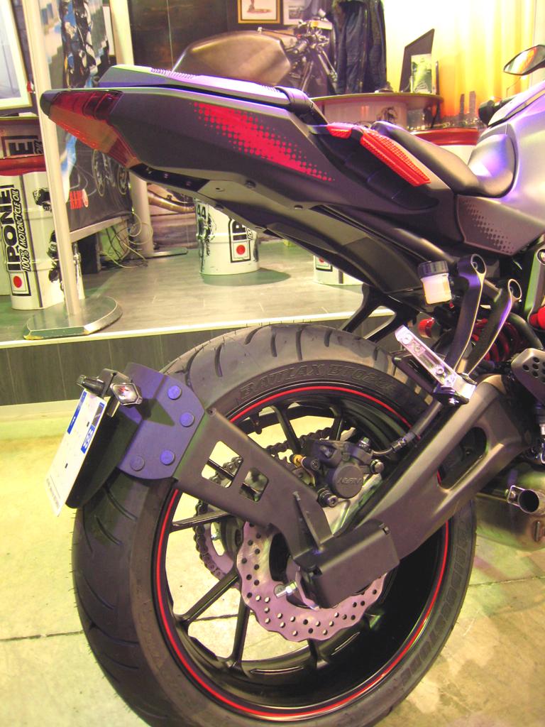 Support de plaque ras de roue MT-07 (2014-2015). Support de plaque ras de roue MT-07 (2014-2015)  L?ensemble du produit change le style de votre moto.